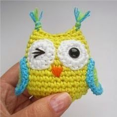 Amigurumi Owl - FREE Crochet Pattern and Tutorial.weird way to write the pattern but is probably decipherableTiny Amigurumi Owl - FREE Pattern and Step-by-Step Tutorial by Kristi Tullus, amazing in depth pattern - for wings, eyes the lot. for a tute! Crochet Diy, Crochet Owls, Crochet Amigurumi, Love Crochet, Crochet Animals, Crochet Crafts, Yarn Crafts, Crochet Projects, Crochet Case