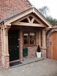 Want green oak porch for your propery? Our team design & build porches using the finest quality timber. NOTTINGHAM BASED but we offer UK DELIVERY gemauert Green oak porch