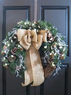 A cool winter collection of 15 Chilling Handmade Winter Wreath Designs For Your Front Door with a lot of ideas for inspiration that you can use. Holiday Burlap Wreath, Holiday Wreaths, Winter Wreaths, Wreath Burlap, Grapevine Wreath, Holiday Ideas, Frozen Wreath, Rustic Winter Decor, Winter Centerpieces