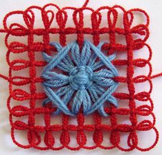 Flower Looms: Flower and Grid Combination à partir des kits pour fleurs Loom Flowers, Knitted Flowers, Crochet Flower Patterns, Tatting Patterns, Weaving Patterns, Loom Knitting Stitches, Knifty Knitter, Loom Knitting Projects, Rug Loom