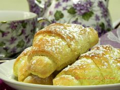 Italian food - Croissant dolci veloci What's For Breakfast, Breakfast Recipes, Dessert Recipes, Desserts, Italian Dishes, Italian Recipes, Italian Cookbook, Italian Foods, Italian Cooking