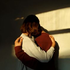 man and woman hugging each other photo – Free Human Image on Unsplash Hug Pictures, Free Pictures, Sunset Pictures, Free Images, Hug Pose, Hug Images, People Hugging, Man Hug, Five Love Languages