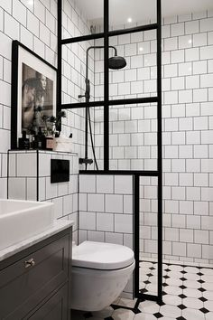 The Sleek and Stylish Wet Rooms for a Trendy Look! Diy Bathroom Decor, Bathroom Design Small, Bathroom Interior Design, Mirror Bathroom, Bathroom Designs, Bathroom Ideas, Zebra Bathroom, Wet Room Bathroom, Small Shower Room