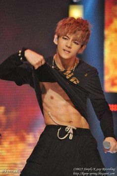 It Was Hard To Find 4 Pictures Of V Shirtless So Here Is What I Found Taehyung Abs Bts Taehyung Jungkook Abs