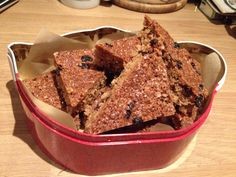 I love a piece of homemade fruity flapjack and a good cup of tea ☕️ it's so easy to make!