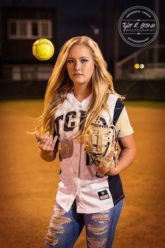 Senior Photography - Senior Photographer - Class of 2017 - Softball - Athlete - High School - Senior Pics - Graduation - Poses for Senior Girls - Senior - SKA - Senior Girl - Dallas, Texas - Dallas - Texas Photographer - DFW - Tyler R. Brown Photography