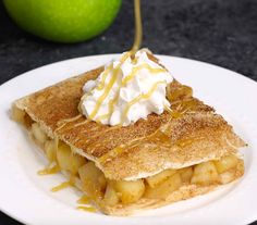 ★★★★★ - Sheet Pan Apple Pie Bake is perfect when you need a dessert to feed a crowd at a party or the entire family. It's so much easier to make than traditional apple pie. Serve it with ice cream, whipped cream or caramel sauce for an amazing dessert! Apple Pie Recipes, Baking Recipes, Dessert Recipes, Apple Pies, Bread Recipes, Fudge, Apple Deserts, Healthy Vegan Snacks, No Bake Pies