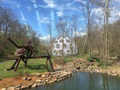 Una de las estructuras visionarias de la cubierta de Buckminster Fullerse levantará en el Crystal Bridges Museum of American Art en Bentonville,...
