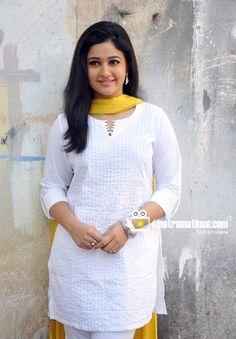 wallpaper of Actress Poonam Bajwa