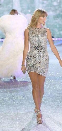 Taylor Swift at the Victoria's Secret Fashion Show 2013