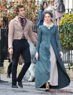 Love that blue pelisse. Mary Shelley (Elle Fanning) & Percy Shelley (Douglas Booth) - A Storm in the Stars Tom & lorenzo Best Period Dramas, Period Drama Movies, Douglas Booth, Mary Shelley, Period Costumes, Movie Costumes, Elle Fanning, Historical Costume, Historical Clothing