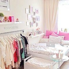 decoración dormitorio chica adolescente blanco y rosa perchero al aire: