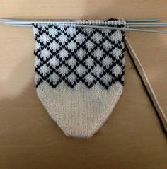 Baby Knitting Patterns, Knitting Charts, Knitting Socks, Free Knitting, Knitted Hats, Hairstyle Trends, Viking Tattoo Design, Sunflower Tattoo Design, Flats