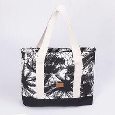 Tote bag Aluminé, crudo palmera negra y zócalo negro