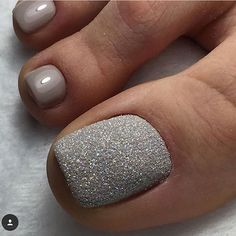 Pedicure Nail Art Design, If you've got hassle decisive that color can best suit your nails, commit to mirror this season or your mood! Pretty Toe Nails, Cute Toe Nails, Fancy Nails, Love Nails, My Nails, Glitter Toe Nails, Gel Toe Nails, Acrylic Nails, Pedicure Designs