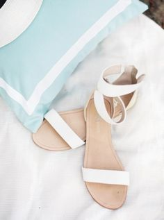 The Dress Elegante weiße Hochzeitsschuhe ★ weiße Sandalen 17 What You Should Know About Athletic Sho Converse Wedding Shoes, Wedge Wedding Shoes, Bridal Sandals, Bridal Shoes, White Wedding Sandals, White Sandals, Flat Sandals, Shoes Sandals, Strap Sandals