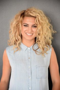 Your curly hair twin: Tori Kelly