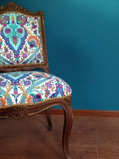 Sillas antiguas con tapizados modernos, $2200 en https://ofeliafeliz.com.ar