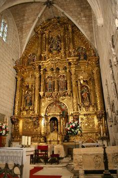 Colegiata de San Cosme y San Damián (Covarrubias),retablo barroco de 1751 ,de su altar mayor de los tallistas y entalladores Luis y Manuel Cortés del Valle.