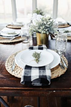 Apr 2018 - One of my favorite things to do during the holiday season is put together pretty tablescapes. This year's modern farmhouse thanksgiving tablescape. Retro Home Decor, Home Decor Kitchen, Modern Decor, Decorating Kitchen, Rustic Modern, Kitchen Ideas, Kitchen Buffet, Kitchen Walls, Modern Coastal