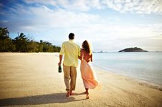 Top 10 Honeymoon Destinations In India - Know about most popular honeymoon places in India for newly married couple and romantic getaway. Top 10 Honeymoon Destinations, Honeymoon Vacations, Honeymoon Packages, Vacation Packages, Dream Vacations, Vacation Deals, Fauna Marina, Hotel Specials, Couple Beach