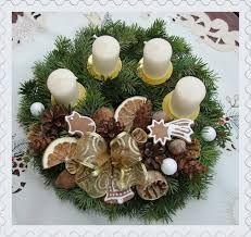 Výsledek obrázku pro výroba adventní štoly ze šišek Christmas Time, Christmas Wreaths, Christmas Decorations, Table Decorations, Holiday Decor, Diy, Home Decor, Decorations, Crafting