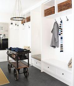 Déco rapido : buanderie-vestiaire   Maison et Demeure #entree #mudroom #vestiaire