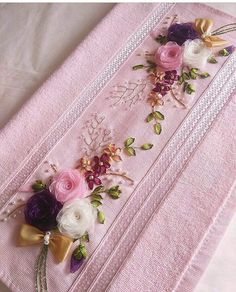 This Pin was discovered by Sim Hand Embroidery Patterns Flowers, Ribbon Embroidery Tutorial, Hand Embroidery Stitches, Silk Ribbon Embroidery, Hand Embroidery Designs, Towel Embroidery, Embroidery Kits, Wool Felt Fabric, Ribbon Art