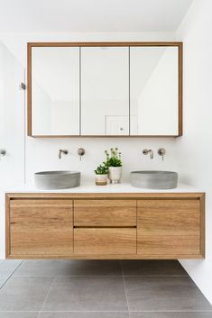 More photos about this project you can find on the link. Beach House Bathroom, Oak Bathroom, Basin Sink Bathroom, Concrete Bathroom, Bathroom Layout, Bathroom Design Inspiration, Bad Inspiration, Scandinavian Bathroom Design Ideas, Interior Design Toilet