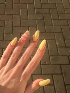 Acrylic Nails Coffin Short, Simple Acrylic Nails, Summer Acrylic Nails, Best Acrylic Nails, Acrylic Nail Designs, Acrylic Nails Yellow, Yellow Nails, Summer Nails, Edgy Nails
