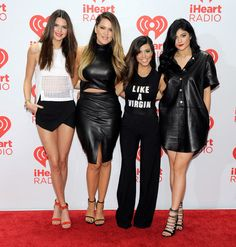 Las Kardashian y más celebs asisten al iHeartRadio festival