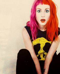 Hayley Williams half orange red hair and half pink! Awesome