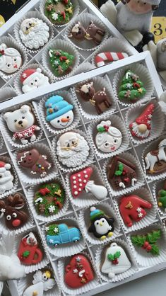 Christmas Cookies Gift, Christmas Biscuits, Christmas Cake Decorations, Christmas Gingerbread House, Christmas Cupcakes, Christmas Sweets, Christmas Cooking, Christmas Goodies, Christmas Candy
