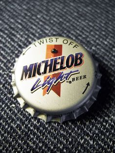 Vintage Collectible Michelob Light Bottle Cap Flashing Pin EUC WORKS Great