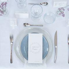 Une délicieuse rencontre entre votre jolie décoration de table et notre papeterie romantique & élégante... on adore autant que vous 😍 #fairepartmariage #fairepart #mariage2020 #wedding #bridetobe #love #amour #stationery #monfairepart #menu Menu, Tableware, Unique Weddings, Dating, Romantic, Paper Mill, Love, Menu Board Design, Dinnerware