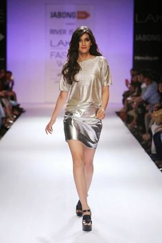 Stunning Kriti Sanon walked the ramp for Jabong's River Island launch at the Lakme Fashion Week, Winter Festive