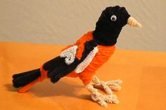 Baltimore Oriole Pipe Cleaner Projects, Pipe Cleaner Animals, Pipe Cleaners, Family Crafts, Baltimore Orioles, Art Therapy, Diy Projects To Try, Pipes, Minions