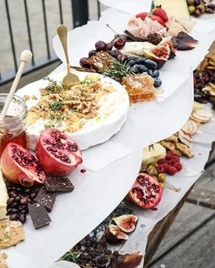 Party Dinner Buffet Cheese Boards 52 Ideas For 2019 Tapas, Cheese Platters, Food Platters, Food Stations, Food Displays, Snacks Für Party, Appetisers, Gelato, Food Inspiration