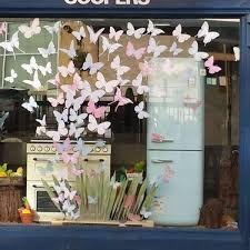 Spring Window Display, Store Window Displays, Store Front Windows, Shop Windows, Spring Scene, Spring Summer, Window Art, Window Ideas, Window Graphics