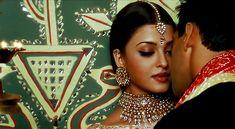 Aishwarya Rai Movies, Actress Aishwarya Rai, Indian Bollywood Actress, Bollywood Actress Hot Photos, Beautiful Bollywood Actress, Bollywood Celebrities, Indian Actresses, Edgy Photography, Clothing Photography