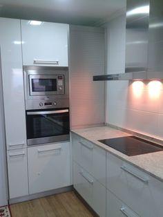 Cocina formica blanco brillo Deco Studio, Interior Design Kitchen, Kitchens, Kitchen Cabinets, Diy, House, Home Decor, Home Gym Decor, Modern Kitchen Decor