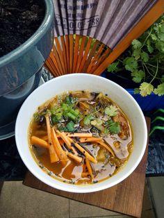 Kimchi jjigae   - korańska zupa na bazie kimchi        Kimchi jjigae to pikantna zupa, która jest bardzo popularna w Korei. Jej podstawowy... Asian Recipes, Ethnic Recipes, Kimchi, Tofu, Ramen, Food And Drink, Meals, Dinner, Party Time