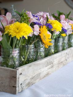 Pallet Planter Box or Pallet Centerpiece - 150 Best DIY Pallet Projects and Pallet Furniture Crafts - Page 73 of 75 - DIY & Crafts Wood Pallet Crafts, Diy Pallet Projects, Wood Pallets, Pallet Wood, Pallet Boards, Pallet Planter Box, Wood Planters, Planter Boxes, Planter Table