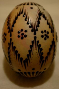 Beskid Niski - kompendium wiedzy o Beskidzie Niskim; górach,ludziach,historii i architekturze Easter Projects, Easter Crafts, Christmas Crafts, Eastern Eggs, Polish Easter, Easter Egg Pattern, Easter Egg Designs, Ukrainian Easter Eggs, Wood Burning Patterns