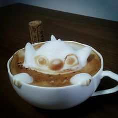 Personnages en mousse de café en relief  photo divers bonus