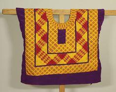 Huipil bordado de cadenilla estilo antiguo: blusa con formas geométricas técnica antigua. Estilo Frida Kahlo. Sateen morado Mexican Designs, Mexican Style, Woman Crush, Etsy, Quilts, Embroidery, Sewing, Detail, Pattern