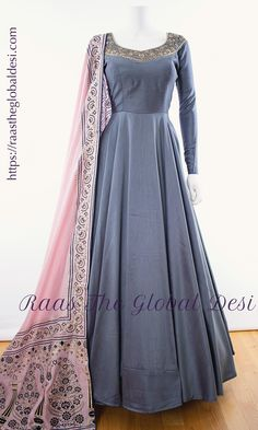 Simple Pakistani Dresses, Indian Gowns Dresses, Indian Fashion Dresses, Dress Indian Style, Indian Designer Outfits, Indian Outfits, Flapper Dresses, Designer Anarkali Dresses, Designer Party Wear Dresses