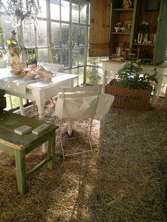 Back yard cabin.  Honning & Flora, Tanska 24.5. by Julia & Perttu Prusi