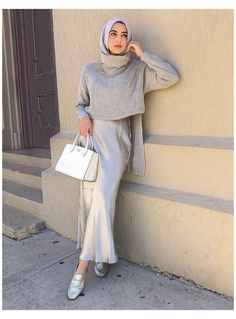 Modest Fashion Hijab, Modern Hijab Fashion, Street Hijab Fashion, Muslim Fashion, Modest Outfits, Skirt Outfits, Hijab Fashion Style, Hajib Fashion, How To Pose