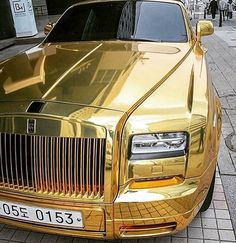 Solução anticrise: os novos SUVs da Volks, Honda e Toyota Voiture Rolls Royce, Rolls Royce Limousine, Rolls Royce Cars, Luxury Sports Cars, Top Luxury Cars, Weird Cars, Cool Cars, Bentley Rolls Royce, Vintage Rolls Royce